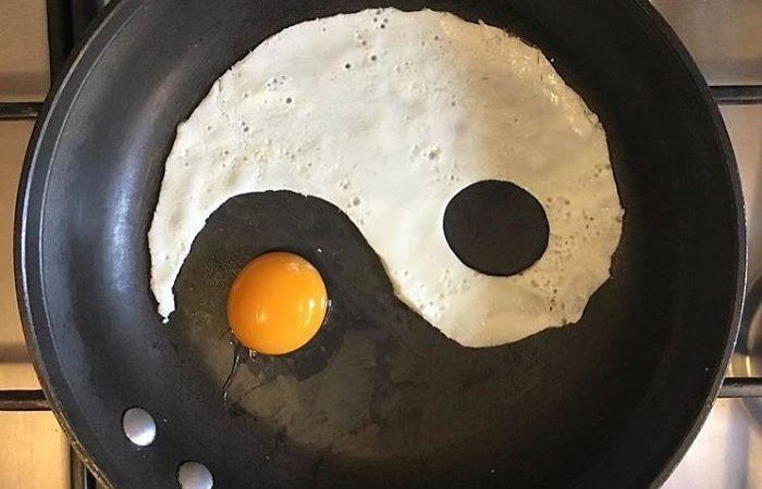 Kahvaltısındaki Yumurtaları Harika Birer Sanat Eserine Dönüştüren Sanatçı