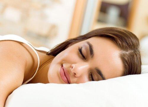 Daha İyi Bir Uyku Çekmenizi Sağlayacak 10 Atıştırmalık