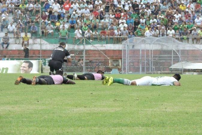 Futbol Maçında Sahaya Seyirciler Yerine Bakın Bu Sefer Ne Girdi