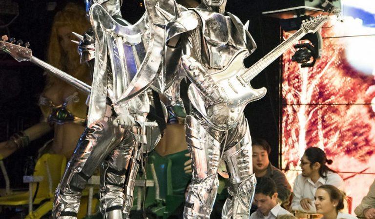 Tokyo'da Farklı Bir Eğlence Deneyimi, Robot Restoran