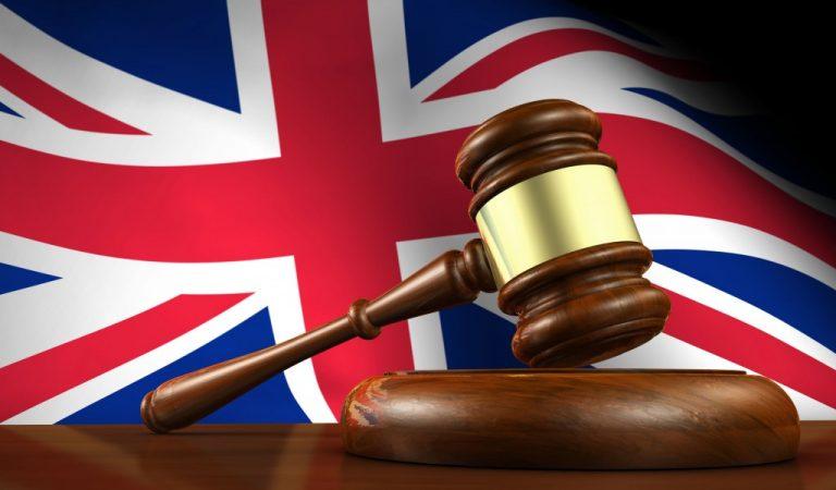 Kraliçe Elizabeth'in Uymak Zorunda Olmadığı 8 İngiliz Yasası