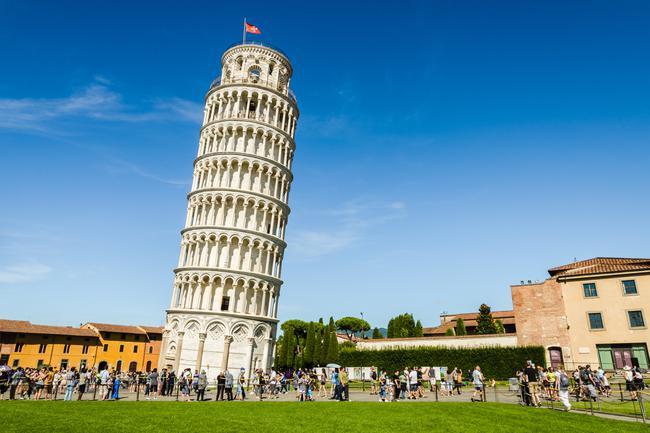 Pisa Kulesi Neden Eğiktir?