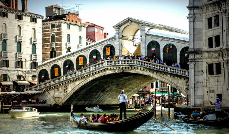 Rialto Köprüsü'nün Görkemli Tarihi