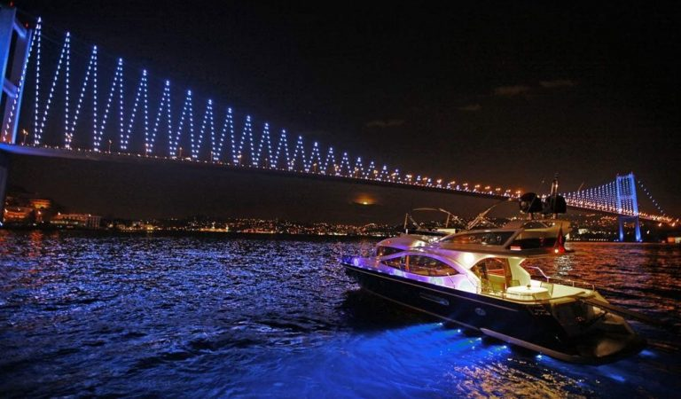 İstanbul'da Yat Keyfi Boğazda Özel Yat Kiralama