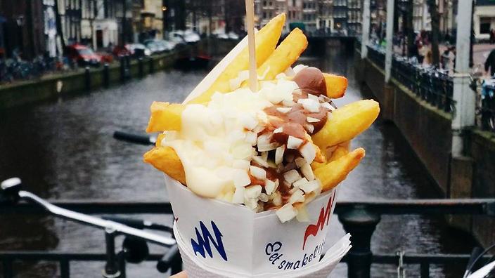 Amsterdam'ın Mutlaka Denenmesi Gereken Sokak Lezzeti: Kağıt Külahta Patates Kızartması!