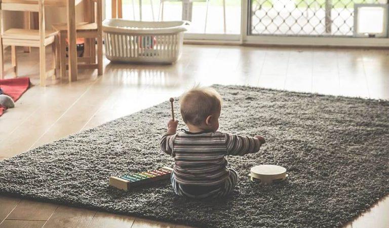 Bebeğinizi Tek Başına Oynamaya Teşvik Etmenin 7 Yolu